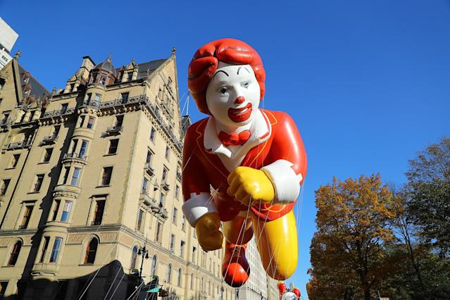 <p>The Ronald McDonald float dons a snappy 6-foot-long bow tie that is perfect attire for the 91st Macy'€™s Thanksgiving Day Parade in New York, Nov. 23, 2017. (Photo: Gordon Donovan/Yahoo News) </p>