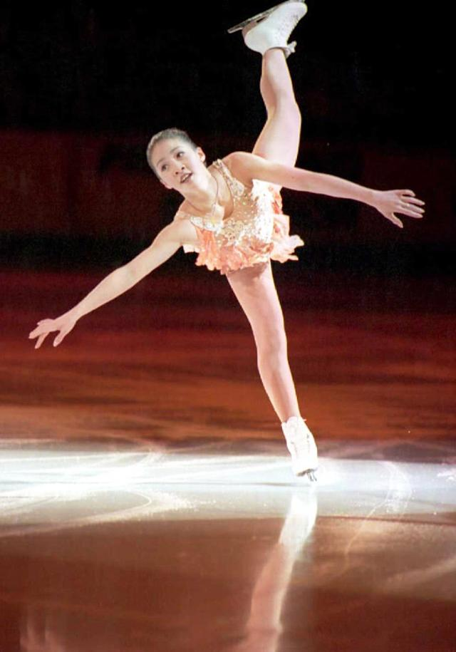 Michelle Kwan skates in the World Figure Skating Championships in 1996. (Photo: Carlo Allegri/AFP/Getty Images)
