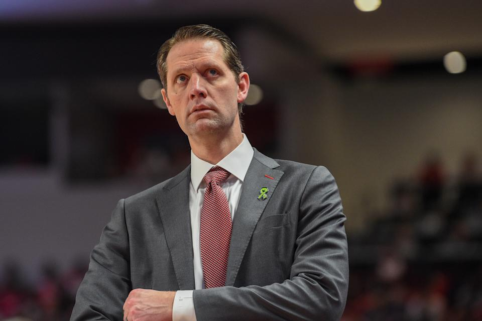 HOUSTON, TX - MARCH 01: Cincinnati Bearcats head coach John Brannen checks out the scoreboard during first half play during the basketball game between the Cincinnati Bearcats and Houston Cougars at the Fertitta Center on March 1, 2020 in Houston, TX. (Photo by Ken Murray/Icon Sportswire via Getty Images)