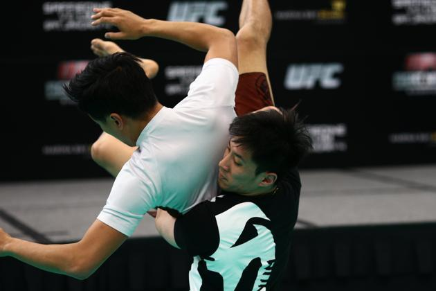 Wee in action during the UFC open workouts at MBS on New Year's Day. (Yahoo Photo / Cheryl Tay)