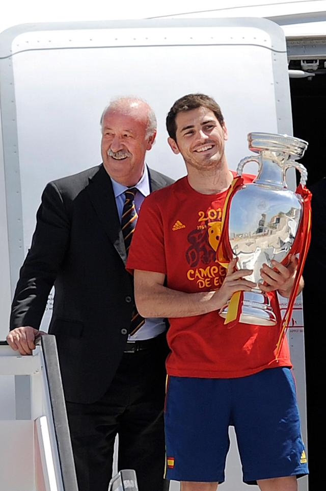 MADRID, SPAIN - JULY 02: Spain's captain Iker Casillas (R) holds the UEFA EURO 2012 trophy as head coach of Spain Vicente del Bosque looks on, as the team arrive at at Barajas airport on July 2, 2012 in Madrid, Spain. Spain beat Italy 4-0 in the UEFA EURO 2012 final match in Kiev, Ukraine, on July 1, 2012. (Photo by Denis Doyle/Getty Images)