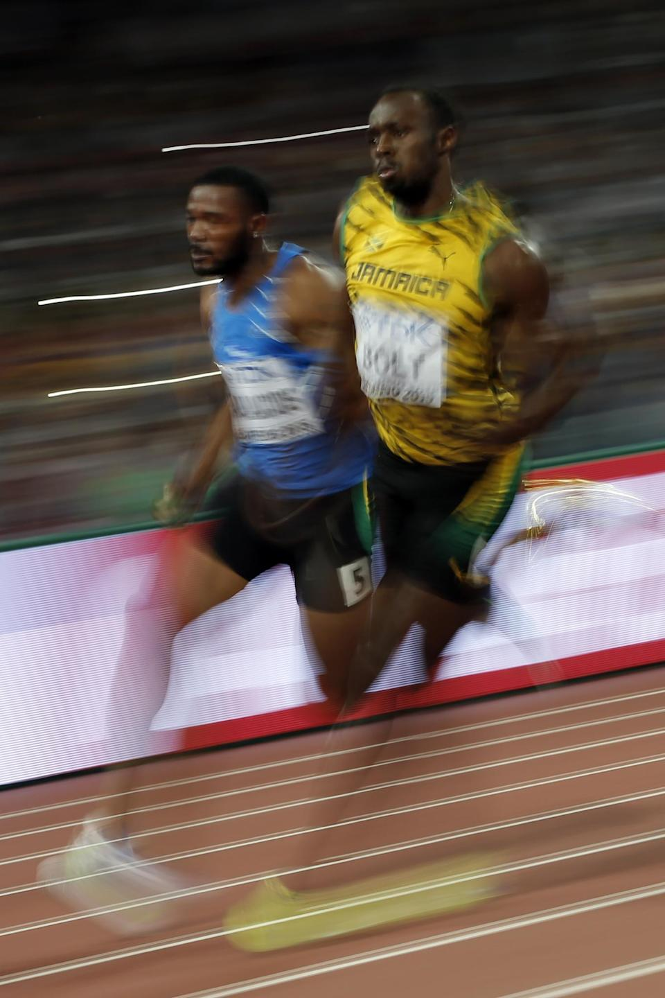 Athletics - Bolt, Gatlin cruise into 200m semi-finals