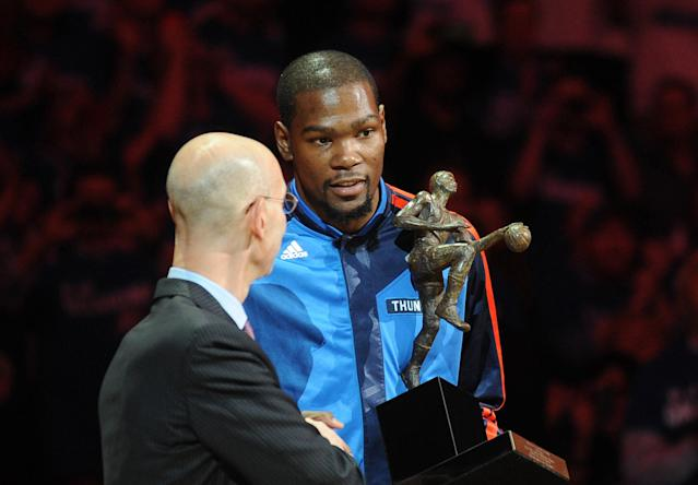 Kevin Durant accepts MVP, thanks fans before Thunder-Clippers Game 2 (Video)