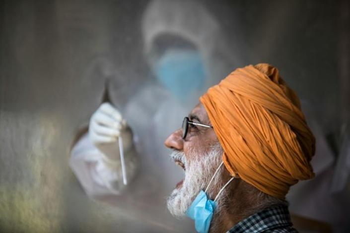 A health official conducts tests in New Delhi (AFP Photo/XAVIER GALIANA)