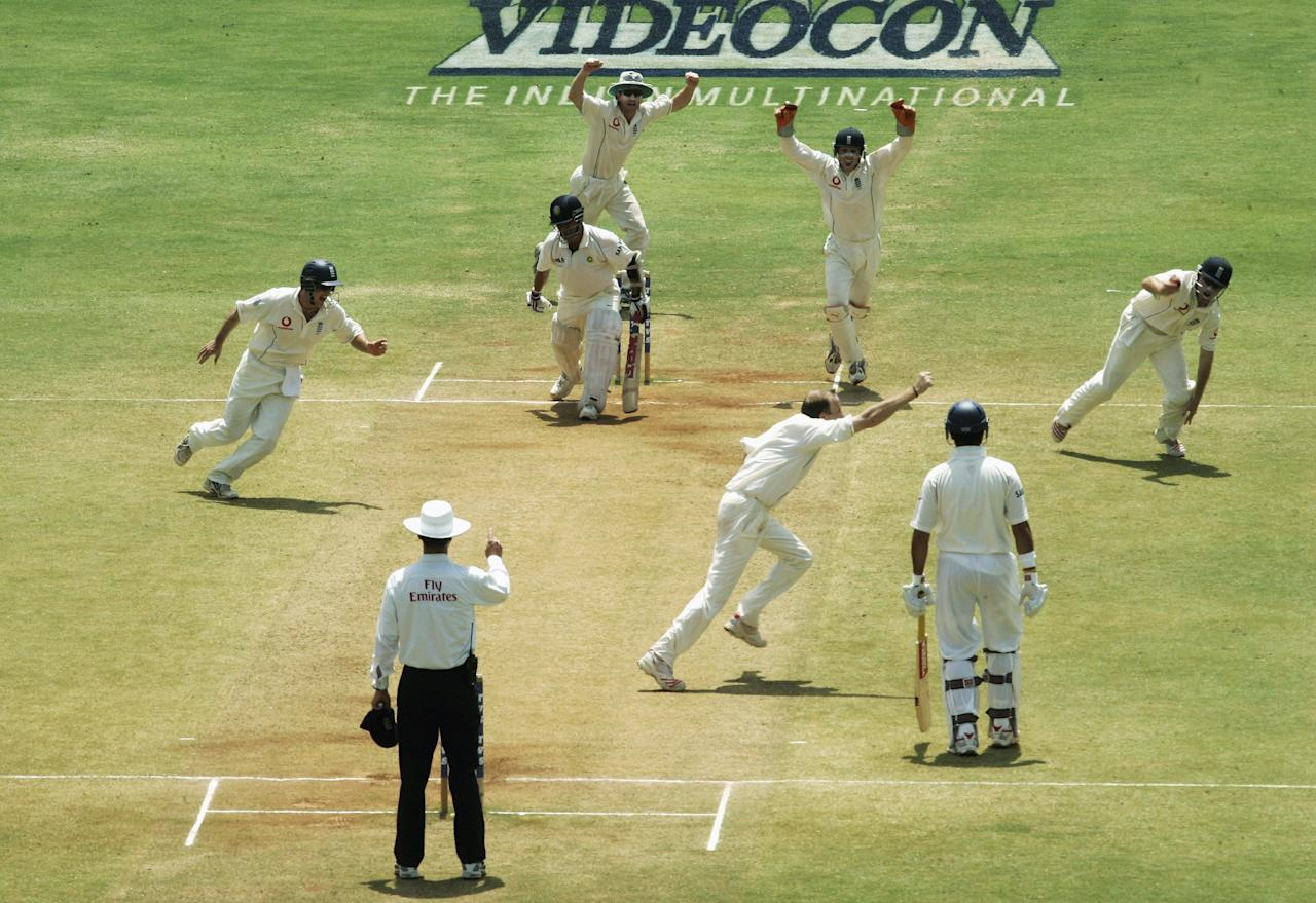 MUMBAI (BOMBAY), INDIA - MARCH 22:  Shaun Udal of England celebrates after Ian bell took the catch to dismiss Sachin Tendulkar of India during day five of the Third Test Match between India and England at the Wankhede Stadium on March 22, 2006 in Mumbai, India.  (Photo by Tom Shaw/Getty Images)
