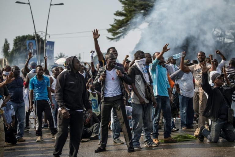 Backers of Gabonese opposition presidential candidate Jean Ping take to the streets on August 31, 2016, protesting his announced defeat by incumbent Ali Bongo
