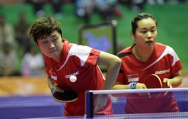 Feng Tianwei (L) and co will be on the plane to London (Yahoo! file photo)