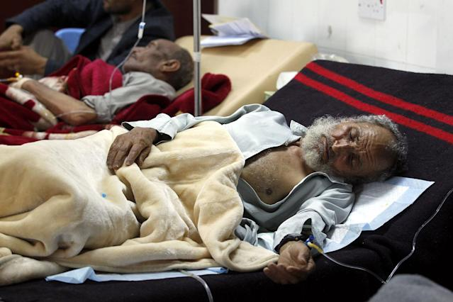 <p>Cholera-infected Yemenis receive treatment at a hospital amid a serious cholera outbreak in Sana'a, Yemen on June 14, 2017. (Yahya Arhab/EPA/REX/Shutterstock) </p>