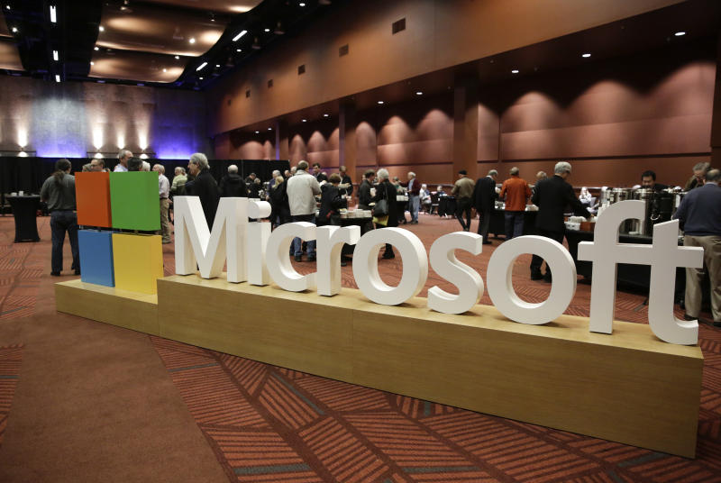 US-IT-ECONOMY-MICROSOFT-SHAREHOLDER-computers