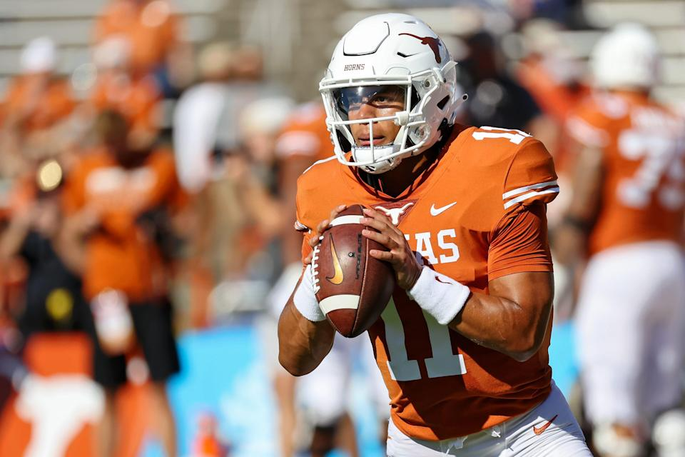 Longhorns quarterback Casey Thompson is the son of Charles Thompson, who played the same position for the Sooners in the 1980s.