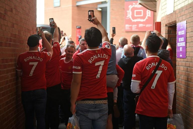 Thousands of Manchester United fans wearing Cristiano Ronaldo shirts descended on Old Trafford on Saturday (AFP/Oli SCARFF)
