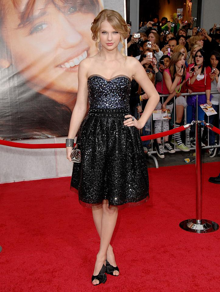 "<a href=""http://movies.yahoo.com/movie/contributor/1810070677"">Taylor Swift</a> at the Los Angeles premiere of <a href=""http://movies.yahoo.com/movie/1810025272/info"">Hannah Montana The Movie</a> - 04/02/2009"