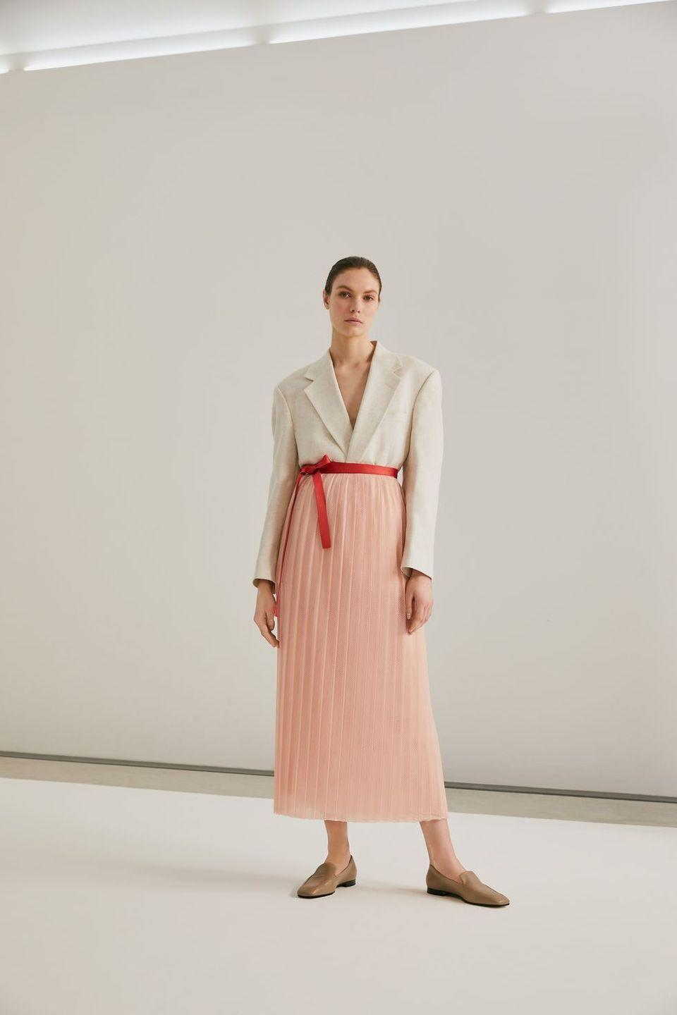 """<p>Isabelle Fox creates timeless items using traditional couture techniques, with high-quality fabric.</p><p>The brand creates bags from leftover fabrics and remains direct-to-consumer, avoiding further waste. <br></p><p><a class=""""link rapid-noclick-resp"""" href=""""https://isabellefox.com/"""" rel=""""nofollow noopener"""" target=""""_blank"""" data-ylk=""""slk:SHOP ISABELLE FOX NOW"""">SHOP ISABELLE FOX NOW </a></p>"""