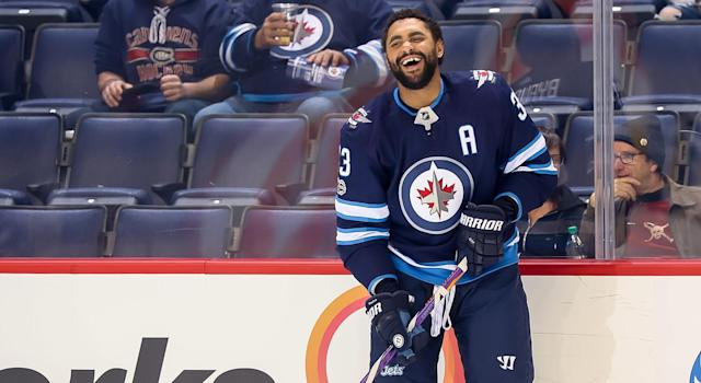 "<a class=""link rapid-noclick-resp"" href=""/nhl/players/3705/"" data-ylk=""slk:Dustin Byfuglien"">Dustin Byfuglien</a> and <a class=""link rapid-noclick-resp"" href=""/nhl/players/4519/"" data-ylk=""slk:Jamie Benn"">Jamie Benn</a> chucked knuckles in a heavyweight tilt Thursday night. (Getty)"