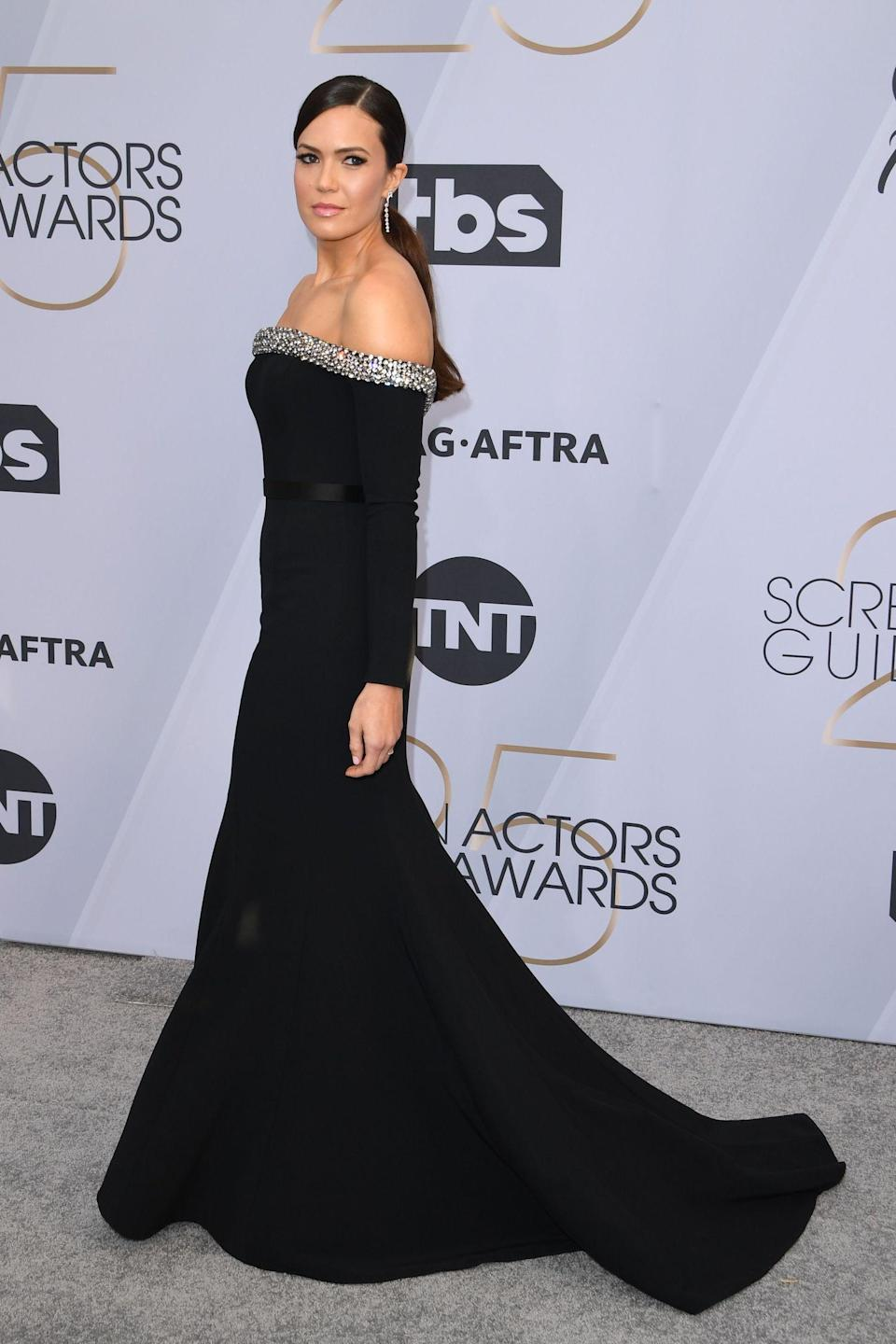 <p><em>This Is Us</em> star Mandy Moore wore an off-the-shoulder gown. (Photo: Getty Images) </p>