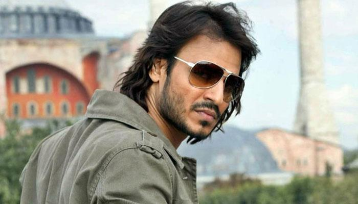 <p>Vivek Oberoi – Hum Tum: This iconic role of Hum Tum was turned down by Viveik Oberoi. Imagine! </p>
