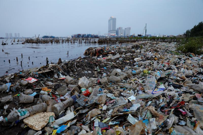 Rubbish, most of which is plastics, is seen along a shoreline in Jakarta, Indonesia. (Photo: Willy Kurniawan/Reuters)