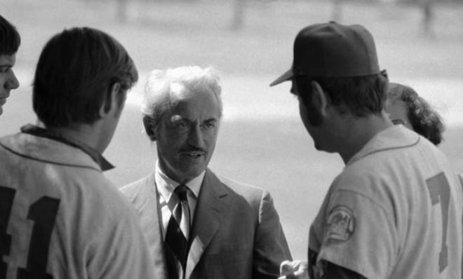 Union dynamo Marvin Miller talks with New York Mets players on March 11, 1972.