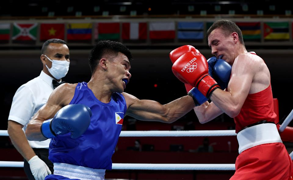 TOKYO, JAPAN - JULY 26: Brendan Irvine (R) of Ireland exchanges punches with Carlo Paalam of Philippines during the Men's Fly (48-52kg) on day three of the Tokyo 2020 Olympic Games at Kokugikan Arena on July 26, 2021 in Tokyo, Japan. (Photo by Buda Mendes/Getty Images)