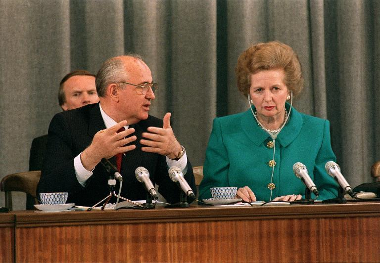Then-Soviet President Mikhail Gorbachev talks to then-Bristish Prime Minister Margaret Thatcher during their joint press conference in Moscow on June 8, 1990 (AFP Photo/Vitaly Armand)