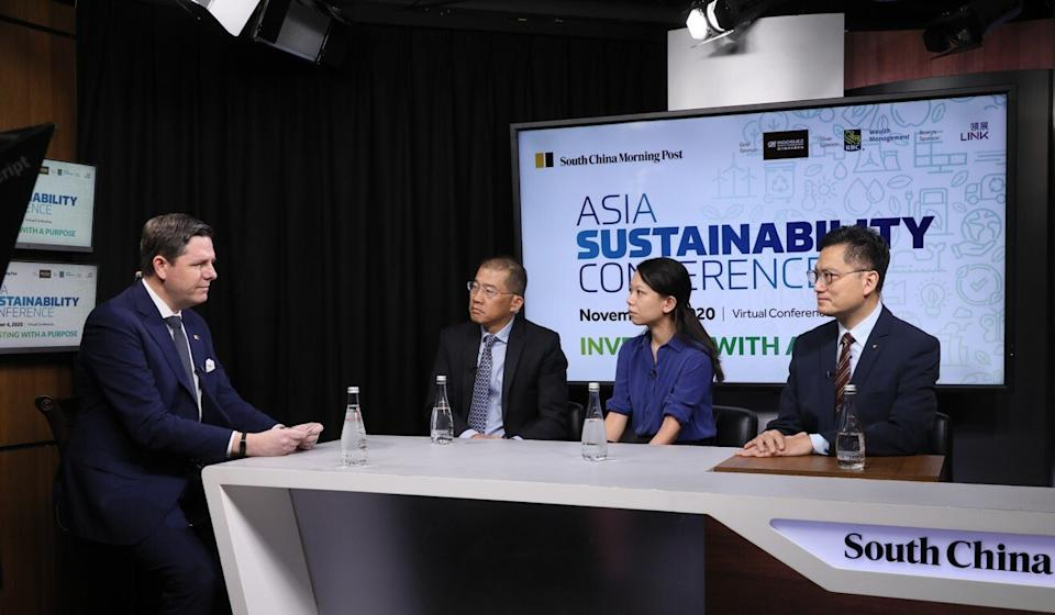 The SCMP's Chad Bray, left, discusses green bonds with Kok Siong Ng, chief financial officer of Link Asset Management, Ellen Lam, senior adviser for environmental finance at WWF-Hong Kong, and Issac Yeung, general manager of Hong Kong and China Gas Company, at the Asia Sustainability Conference on Wednesday. Photo: SCMP