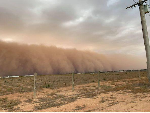 Dust cloud blankets Victoria as storm rolls in