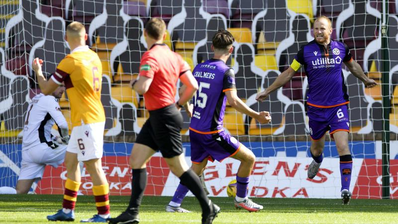 Reynolds makes his mark in Motherwell again, while Nisbet hat-trick helps Hibees