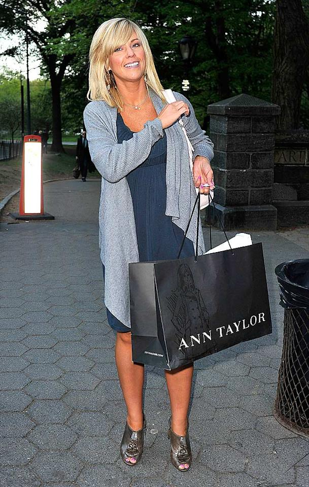 """Another victim of the two-toned tan was reality TV mom Kate Gosselin, whose effort to look her best in NYC (notice the shopping bag) backfired. <a href=""""http://www.splashnewsonline.com"""" target=""""new"""">Splash News</a> - April 22, 2010"""