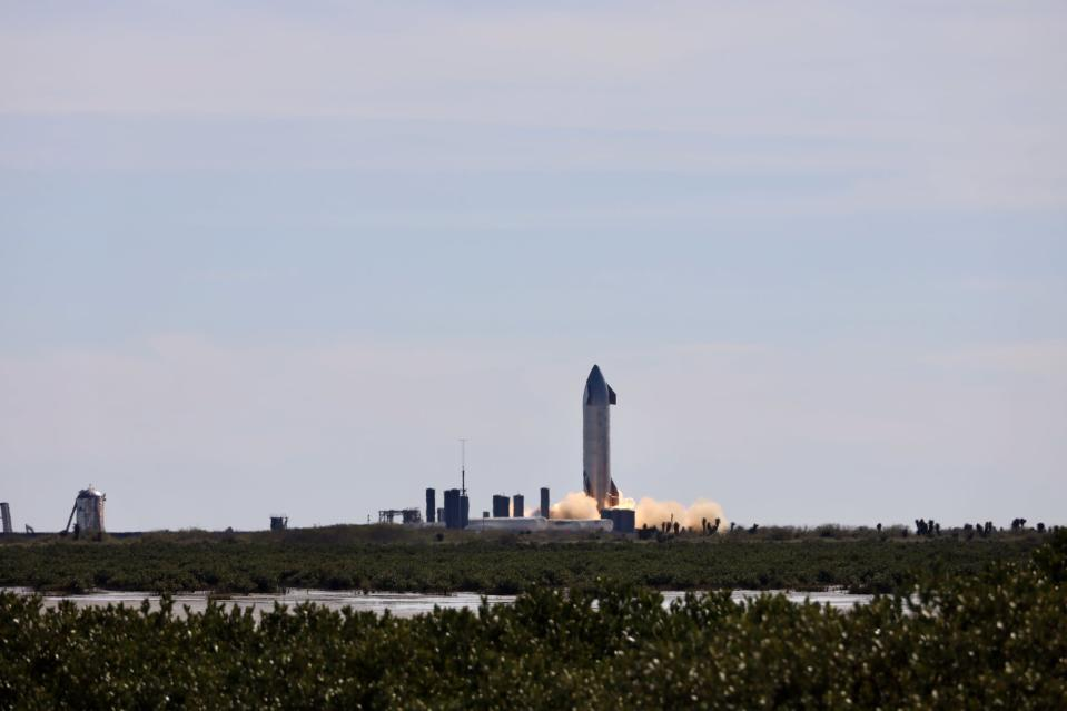 SpaceX's SN9 Starship prototype performs its second static-fire test, on Jan. 13, 2021. Photo captured by SPadre.com.