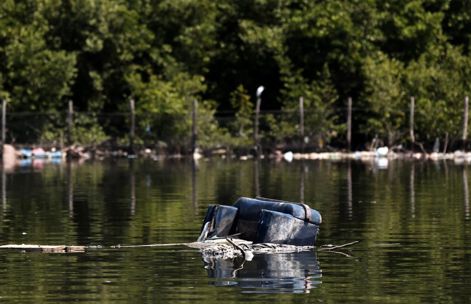 A sofa is seen in the Guanabara Bay in Rio de Janeiro March 12, 2014. According to the local media, the city of Rio de Janeiro continues to face criticism locally and abroad that the bodies of water it plans to use for competition in the 2016 Olympic Games are too polluted to host events. Untreated sewage and trash frequently find their way into the Atlantic waters of Copacabana Beach and Guanabara Bay - both future sites to events such as marathon swimming, sailing and triathlon events. Picture taken on March 12, 2014. REUTERS/Sergio Moraes (BRAZIL - Tags: ENVIRONMENT SPORT OLYMPICS)