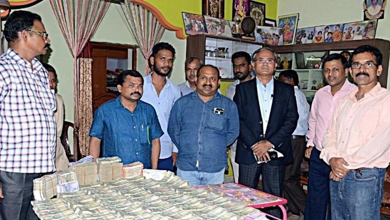Hyderabad: ACB Raids Telangana Revenue Officer's House, Recovers Rs 93 Lakh Cash and 400gm Gold