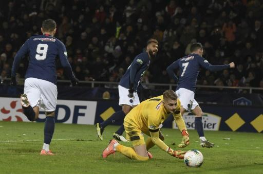 Pablo Sarabia (R) scored the winner for PSG in a tight match at Lorient