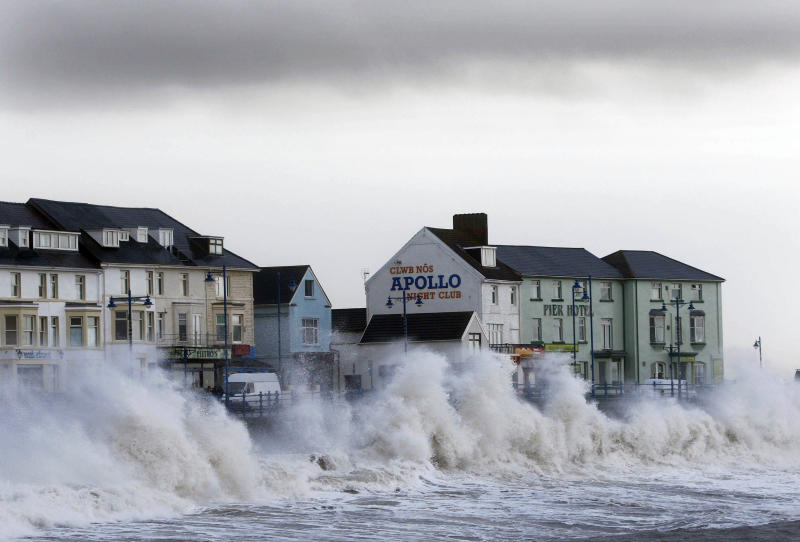Waves hit the sea wall in Porthcall, south Wales March 10, 2008. A storm rushing in from the Atlantic lashed the south west on Monday as high winds and tides brought the risk of coastal flooding. REUTERS/Eddie Keogh (BRITAIN)