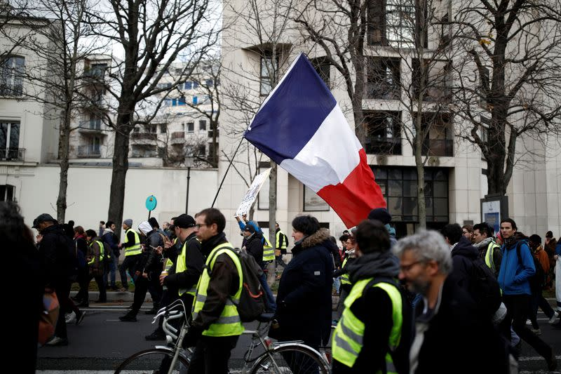 More French protests see roads blocked, trains disrupted and scuffles in Paris
