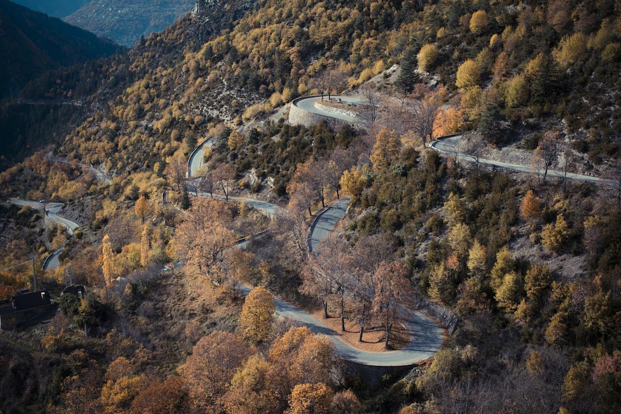 "Rising some 5,300 feet, the <strong>Col de Turini</strong> is among the highest mountain passes in the Alps. Situated in France, the passageway lies near the borders of France, Italy, and Monte Carlo.""/><figcaption>کول دو تیرونی -فرانسه </figcaption></figure>    <figure class="