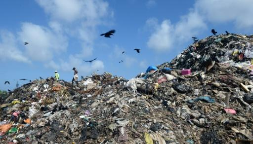 Sri Lanka garbage mountain buries 40 homes, kills two