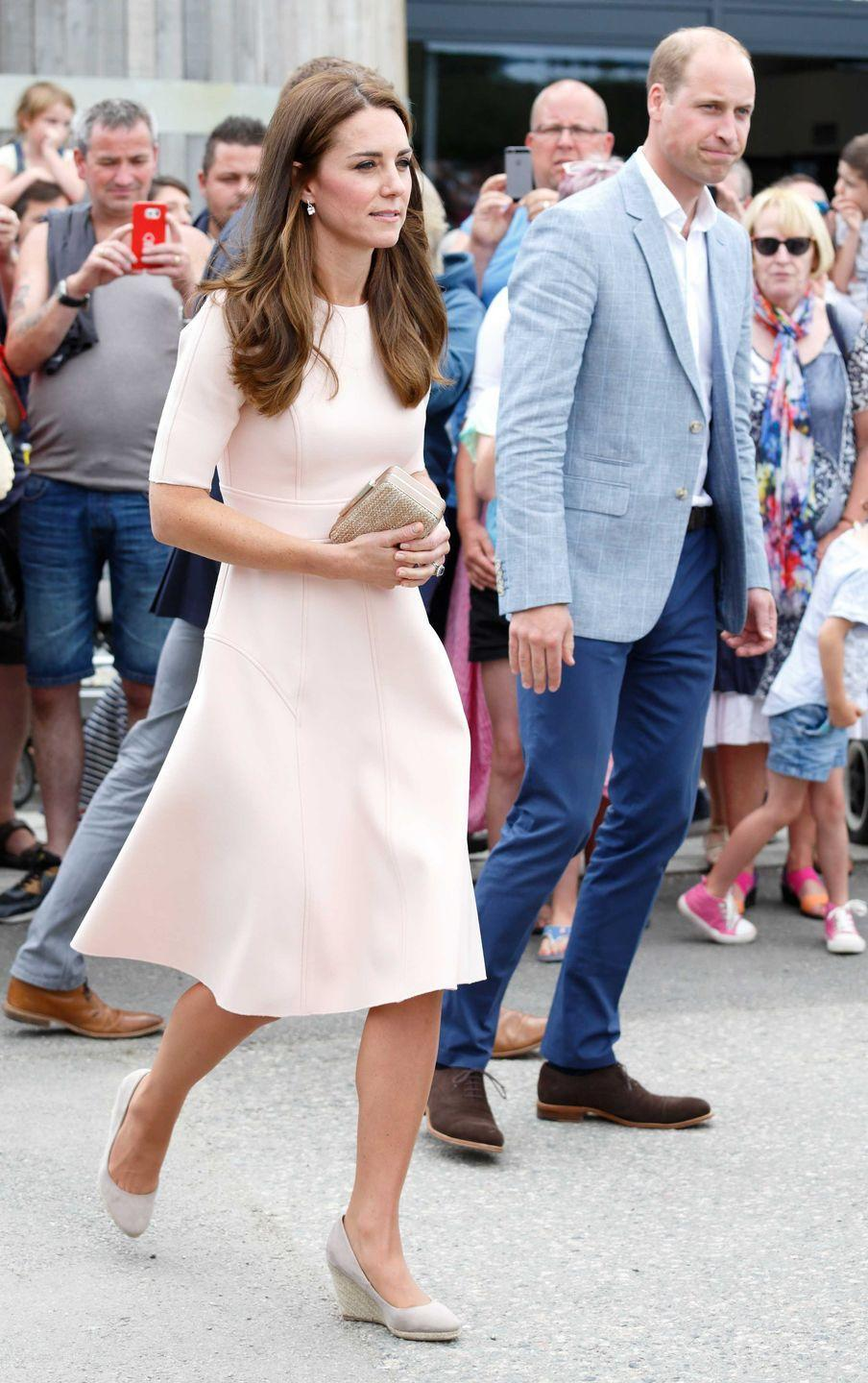 <p>Kate and William visit Healey's Cornish Cider Farm in Truro, England. The Duchess wore a dress by American designer Lela Rose.</p>