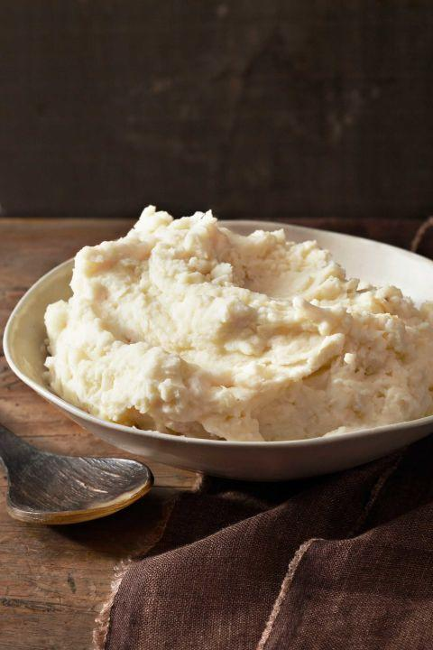 "To keep mashed potatoes warm until the meal is served, place them in a heat-proof bowl and cover with foil. Set that bowl in a pot of barely simmering water that reaches halfway up the side of the bowl. <a href=""https://www.countryliving.com/food-drinks/recipes/a1108/toms-perfect-mashed-potatoes-3216/"" rel=""nofollow noopener"" target=""_blank"" data-ylk=""slk:Get the recipe."" class=""link rapid-noclick-resp""><strong>Get the recipe.</strong></a>"