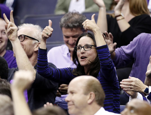 Julia Louis-Dreyfus gives Northwestern basketball two thumbs up. (AP)