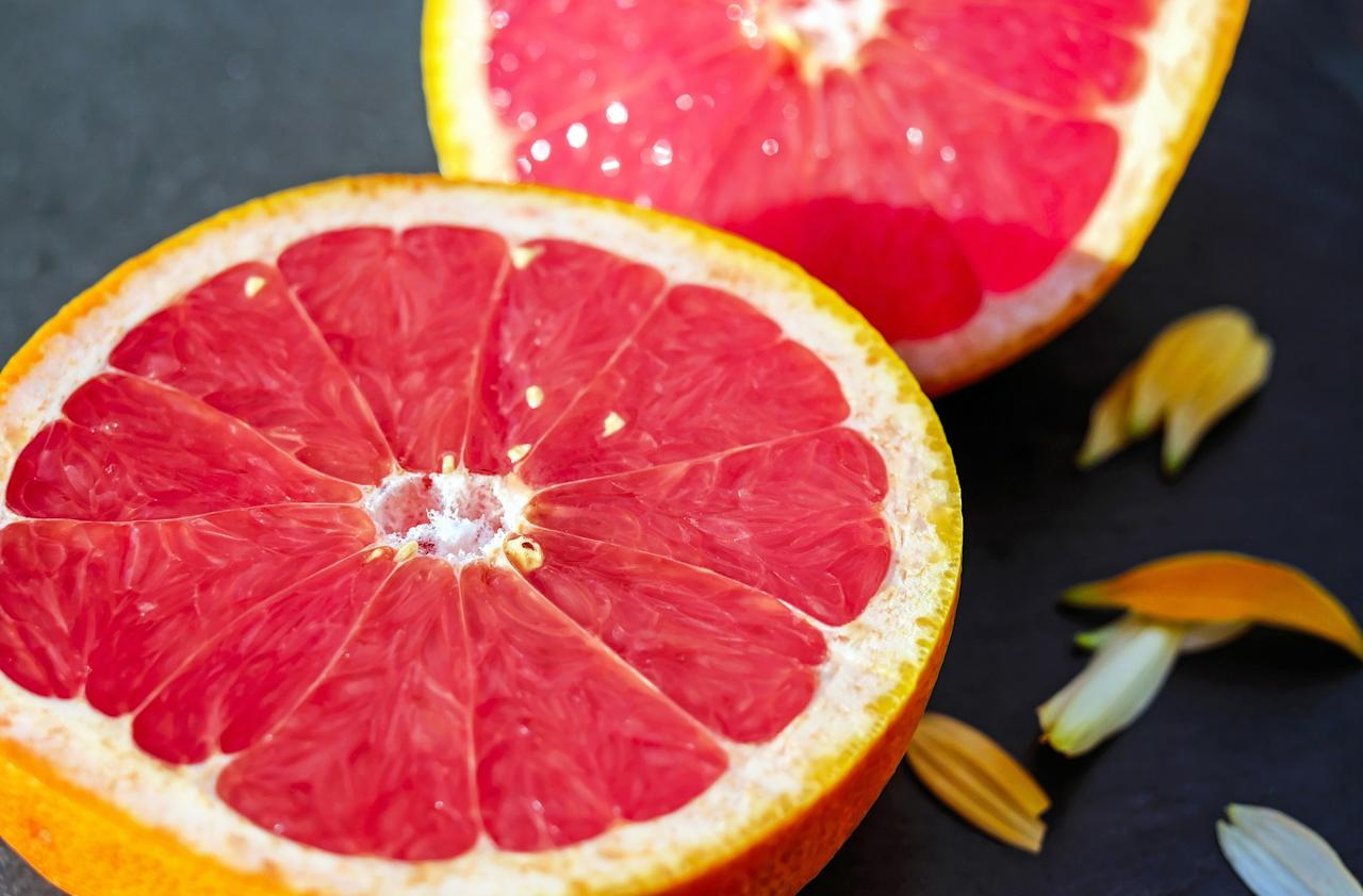 <p>Grapefruits are fruits that are high in fibre and low in calories, and they contain bio-flavonoids and other plant chemicals that protect against serious diseases. The vitamin C and the antioxidant effects protect the skin from environmental hazards. It also stimulates the production of skin collagen that brings smoothness and elasticity to the skin.<br />The retinol antioxidant gives the skin softness and, renews damaged skin. The potassium present in the grapefruit helps to smooth wrinkles and age spots and provides a protective shield against UV rays. </p>
