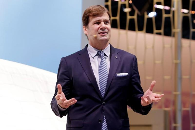 Ford COO Jim Farley to lead company, CEO Hackett to retire