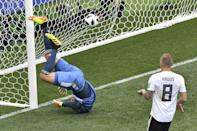 <p>Germany's goalkeeper Manuel Neuer (L) concedes a goal during the Russia 2018 World Cup Group F football match between Germany and Mexico at the Luzhniki Stadium in Moscow on June 17, 2018. (Photo by Mladen ANTONOV / AFP) </p>