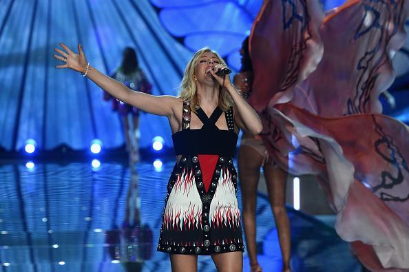"""<p>Ellie Goulding belted out her hit """"Army"""" as a stampede of scantily clad women marched on by her. </p>"""