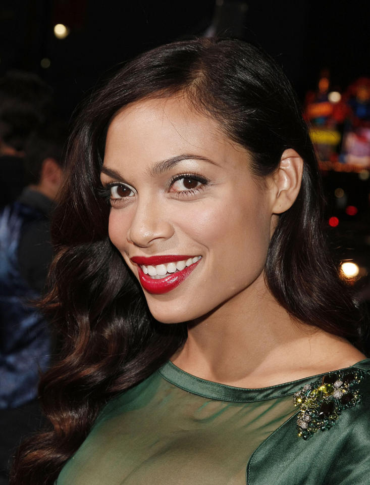 """<a href=""""http://movies.yahoo.com/movie/contributor/1800023039"""">Rosario Dawson</a> at the Los Angeles premiere of <a href=""""http://movies.yahoo.com/movie/1809955918/info"""">Eagle Eye</a> - 09/16/2008"""