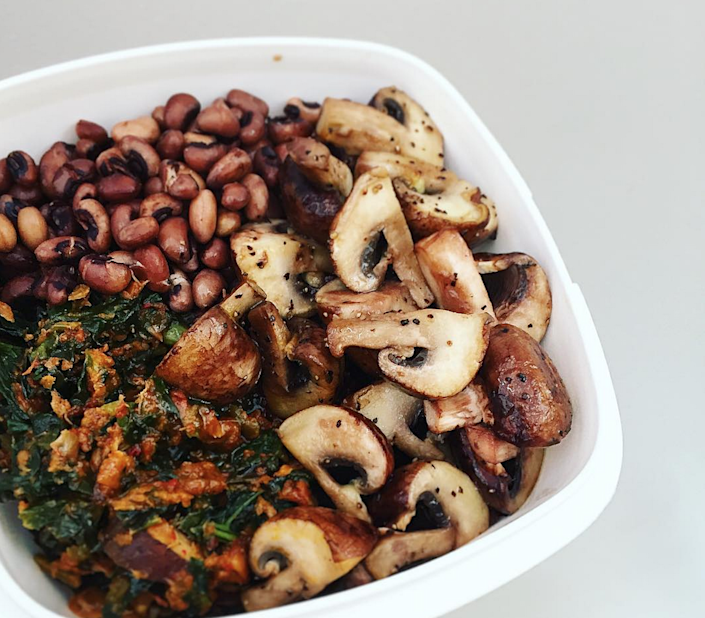 <p>With added fried chestnut mushrooms, who says your leftovers need go to waste? Take inspiration from this offering from foodace, and add spinache or kale for extra greens.<i> [Photo: Instagram / foodace]</i></p>
