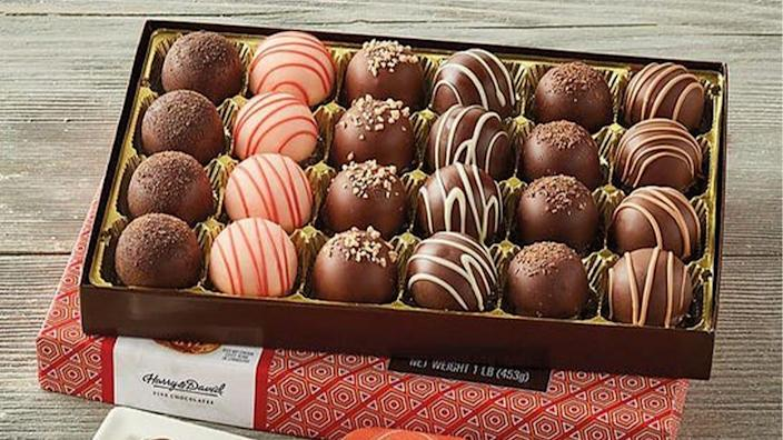 Save on these delicious gift boxes at Harry & David.