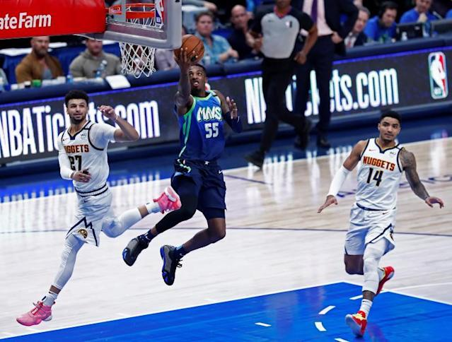 Dallas Mavericks player Delon Wright (C) goes to the basket against the Denver Nuggets during the NBA basketball game between the Denver Nuggets and the Dallas Mavericks at the American Airlines Center in Dallas, Texas, USA, 08 January 2020. EFE/EPA/LARRY W. SMITH