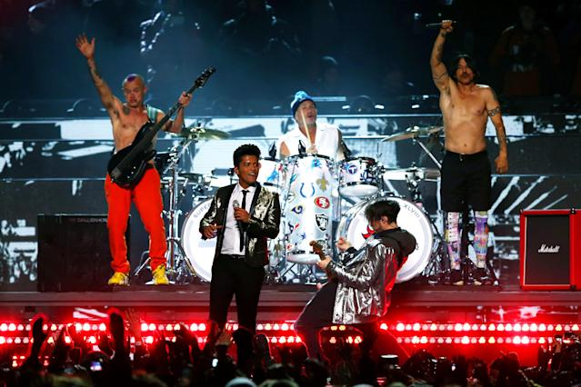2014: Bruno Mars with the Red Hot Chili Peppers. (Photo by Elsa/Getty Images)