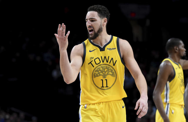 "<a class=""link rapid-noclick-resp"" href=""/nba/teams/golden-state/"" data-ylk=""slk:Golden State Warriors"">Golden State Warriors</a> star <a class=""link rapid-noclick-resp"" href=""/nba/players/4892/"" data-ylk=""slk:Klay Thompson"">Klay Thompson</a> talks to his hand about signing a max contract or something. (AP)"
