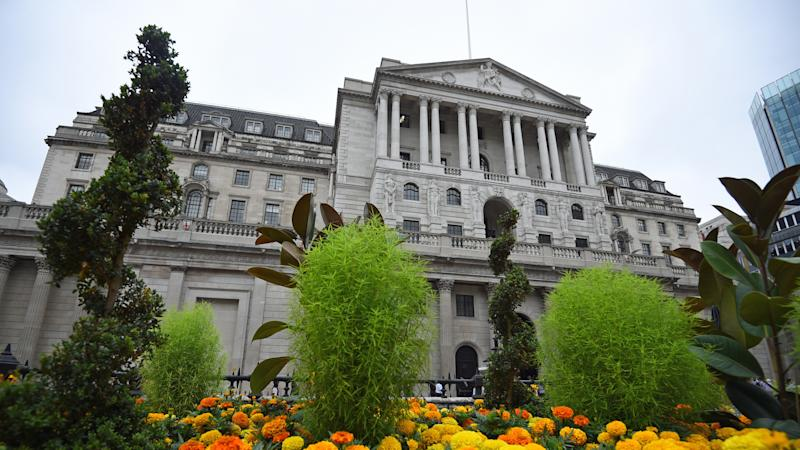 Bank to hold rates steady as growth falters